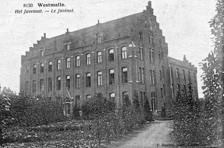 Het juvenaat van de orde van de Geestelijken van Sint-Viator Nu: Sint-Jan Berchmanscollege, hoofdgebouw 'Groothuys'. Gebouwd in 1911-12.